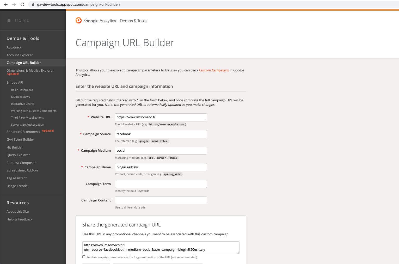Maksuton selaimessa toimiva Googlen URL Builder -työkalu rakentaa UTM-tägitetyn linkin puolestasi, kun syötät työkalun kenttiin linkin ja halutut parametrit.